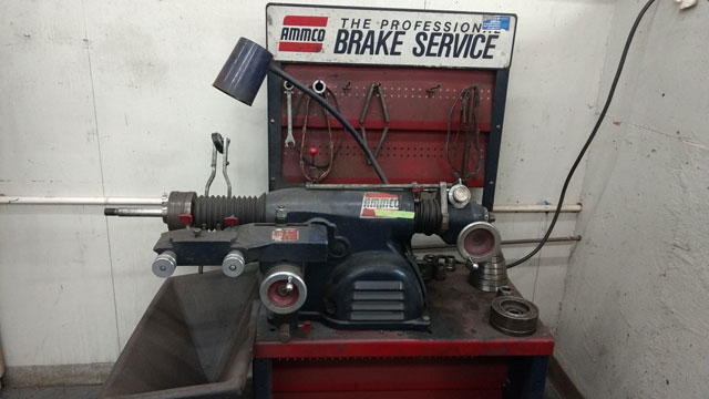 Brake lathe machine for brake repair